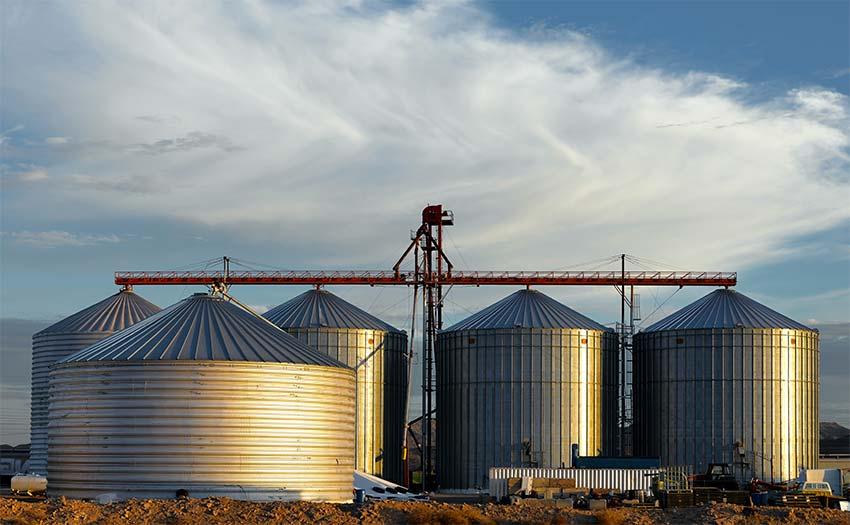 cinco silos grandes